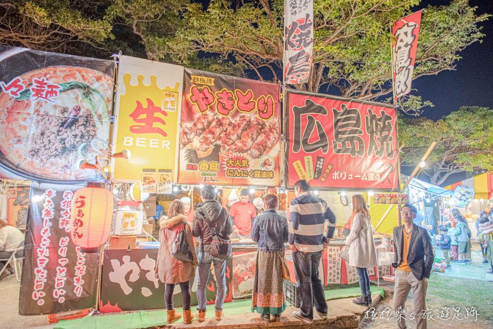 日本沖繩新年時,護國神社新年市集有不少小吃