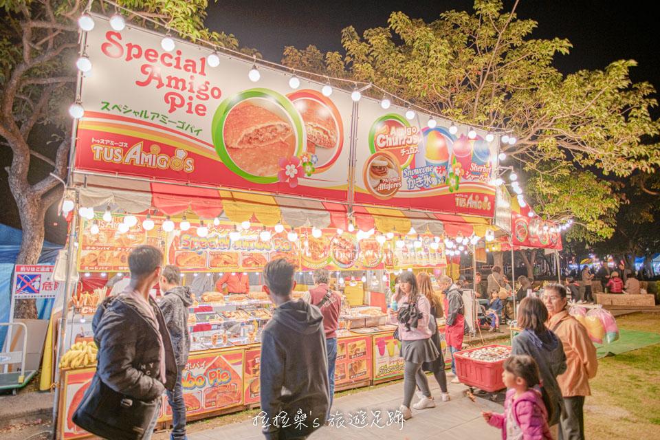 沖繩護國神社新年市集的小吃選擇很多,大阪燒、廣島燒、烤肉串、沖繩麵、炒飯等通通都有