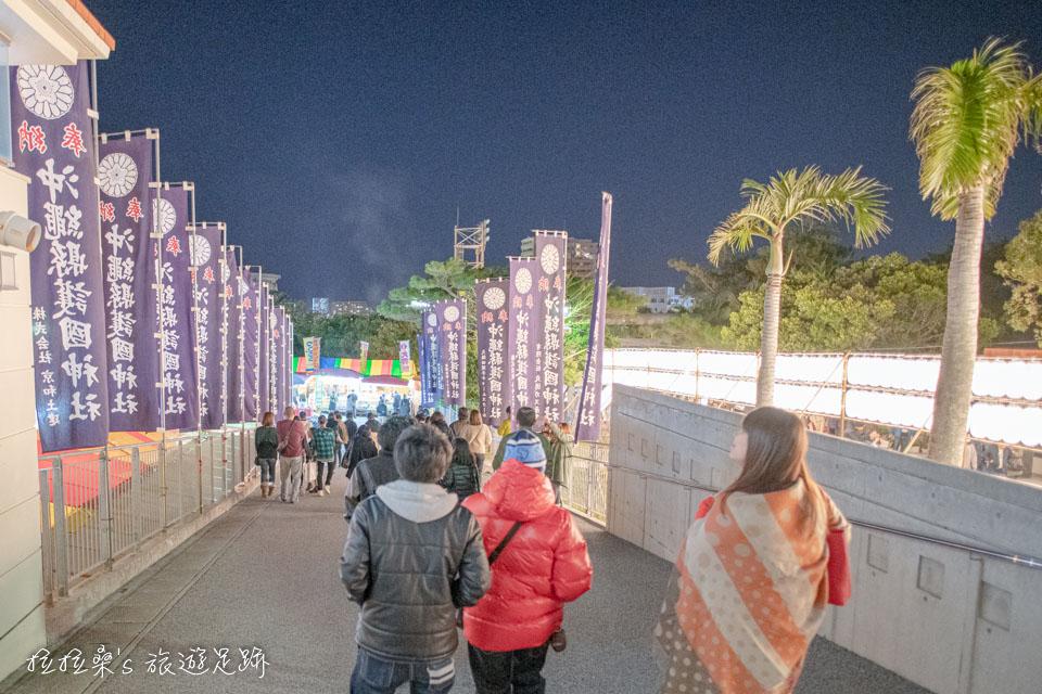 日本沖繩護國神社,新年逛市集,在地人新年參拜的首選,還能順道造訪一旁的沖宮