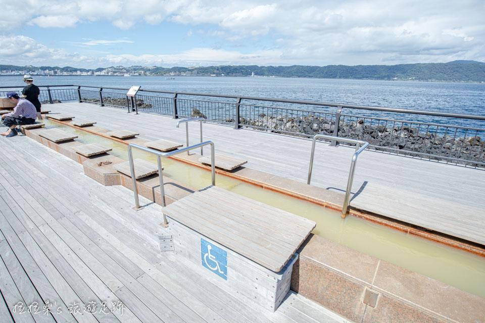 日本鹿兒島櫻島熔岩海濱公園的天然足湯