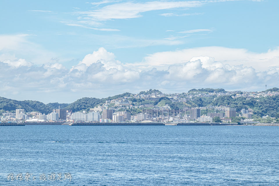 從櫻島熔岩海濱公園看出去,海的另一端就是鹿兒島的鬧區,天文館通