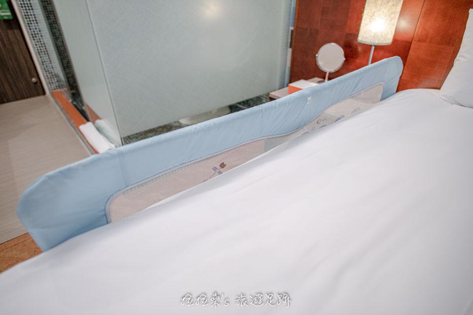 台中文華道會館有嬰兒用的床圍可免費借用