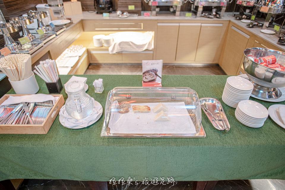 台中文華道會館晚間提供的免費輕食