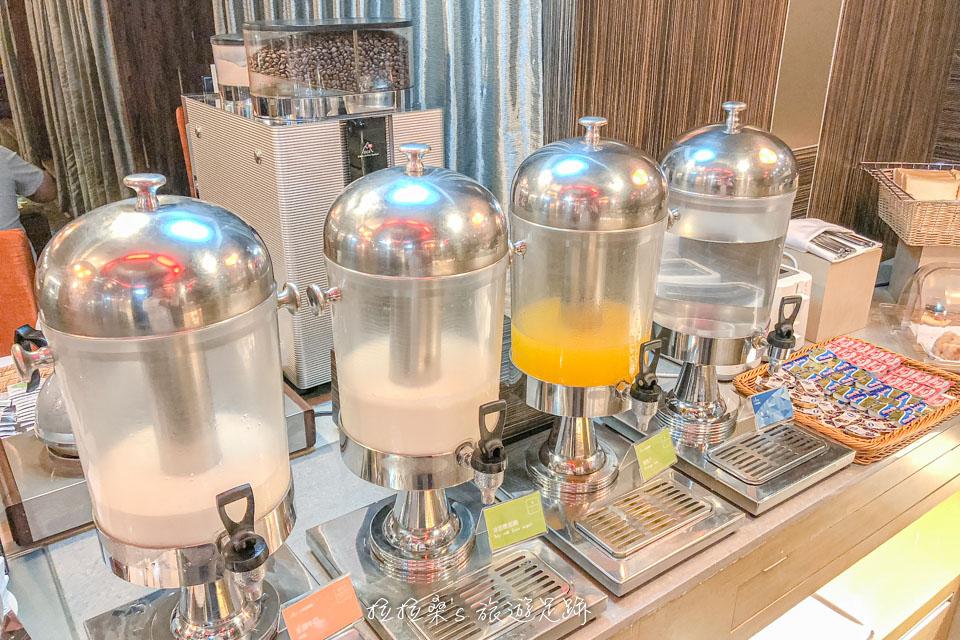 台中文華道會館豐富的中西式早餐自助吧,飲料區