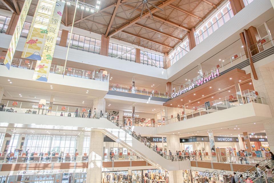 沖繩 AEON Mall在跨年時照樣營業