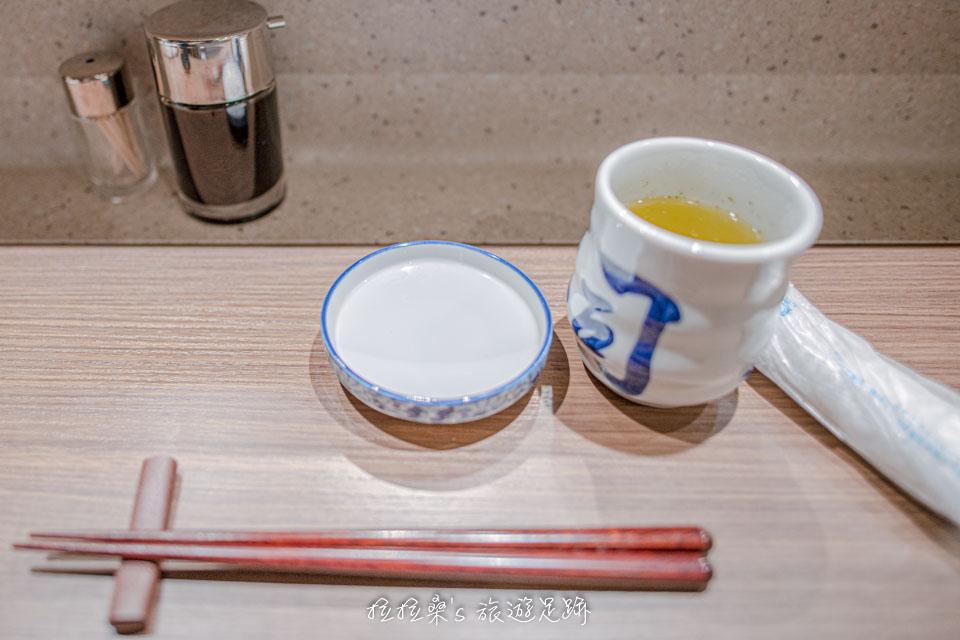 大和壽司隨餐附送的熱茶