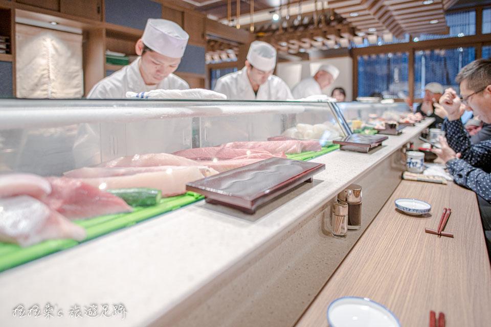 大和壽司的吧台區座位
