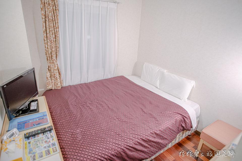 沖繩那霸公園球場飯店雙人房的空間不大