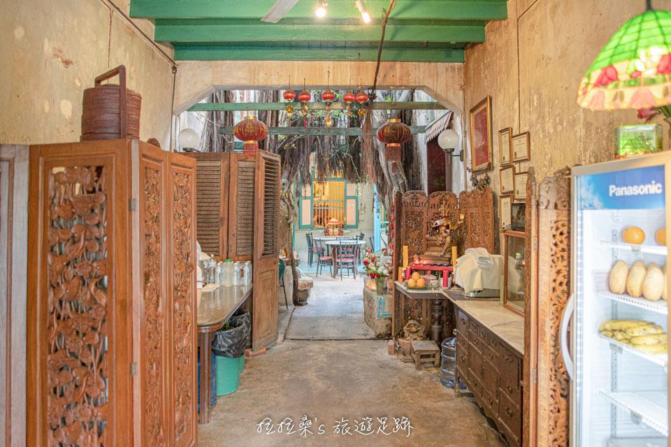 泰國曼谷 Harmonique 餐廳的裝潢設計十分有古味