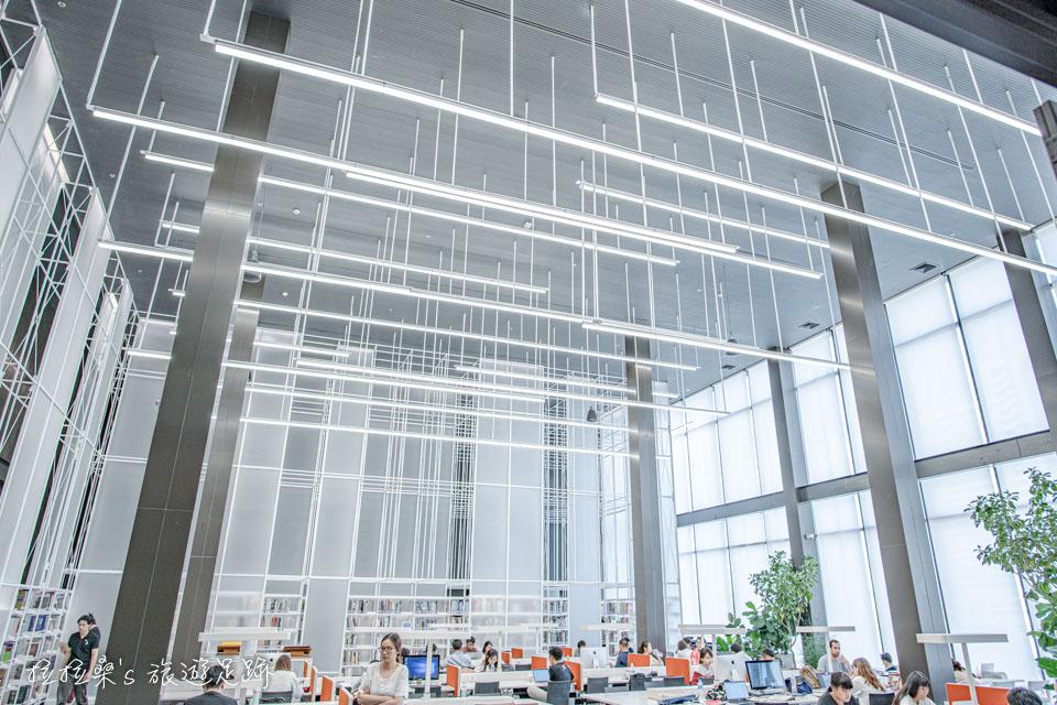 TCDC後棟的4F則為資源中心,挑高且富有現代感的設計非常顯眼