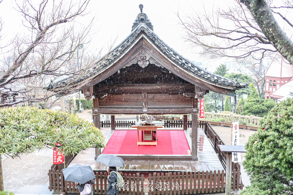 天滿神社的拜殿除了是神社舉辦各項祭典時的場所外,同時也是新人們舉辦結婚儀式的所在