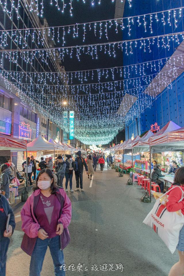 2020台北燈節的城隍燈區,有全市最長跨街天棚式燈廊