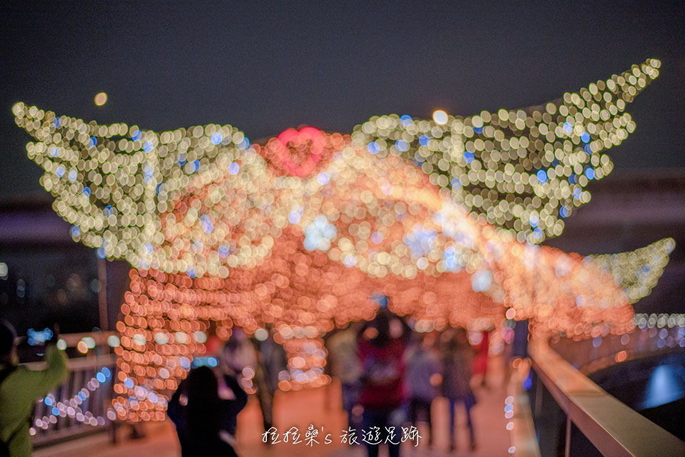 新北三重辰光橋光雕,浪漫燈海隧道限時登場,最好拍的燈光饗宴