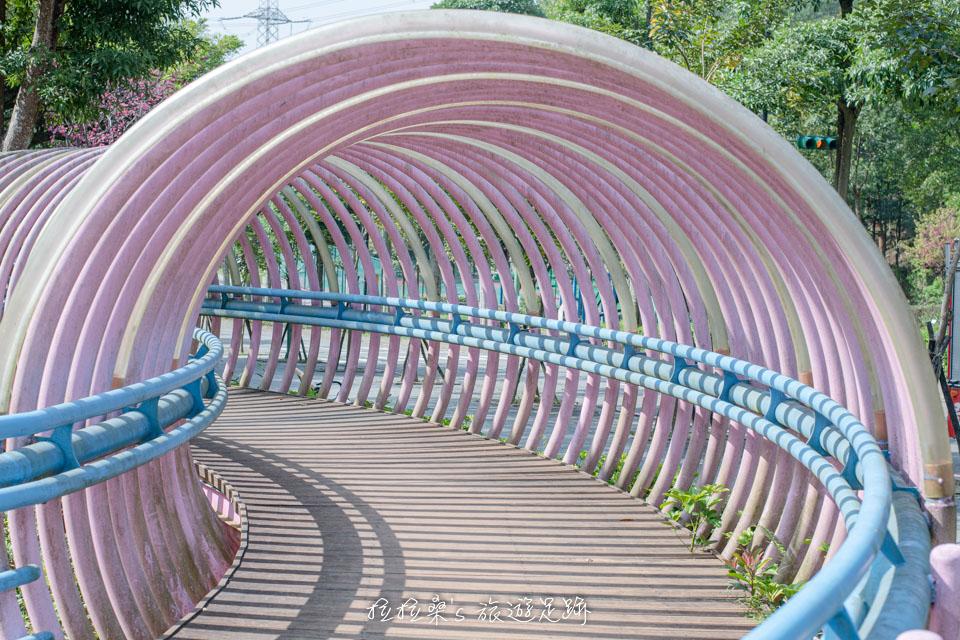 龜山長庚養生村很有特色的環形隧道