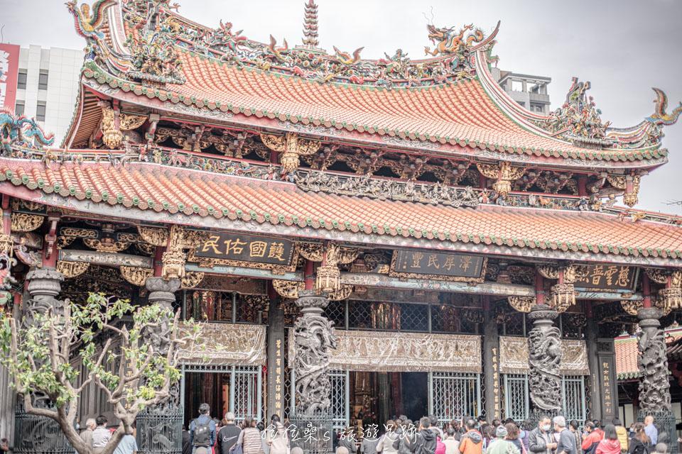 萬華龍山寺,台北三大廟門之一,艋舺代表性的信仰中心
