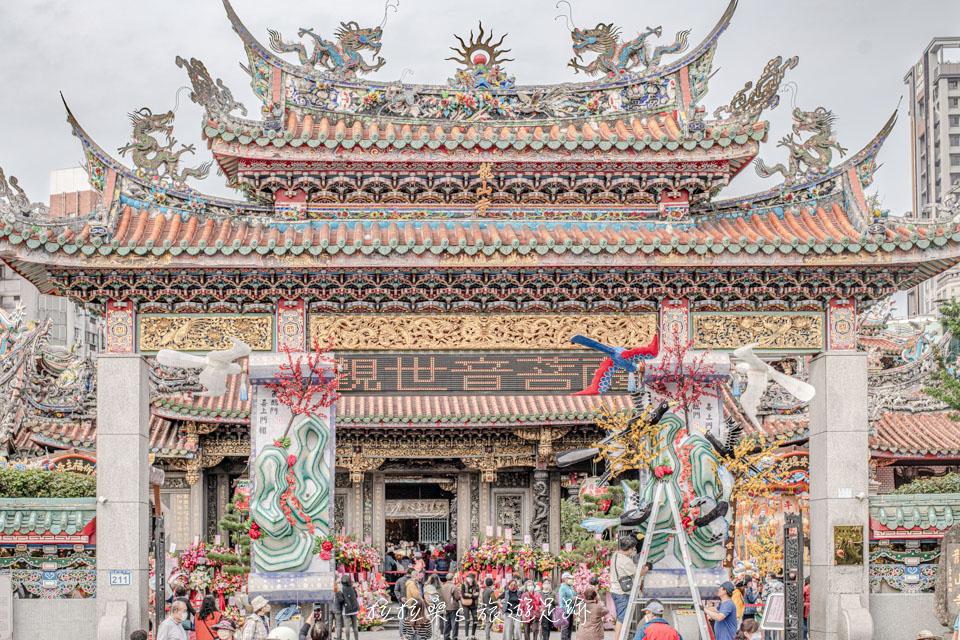 艋舺龍山寺的入口山門