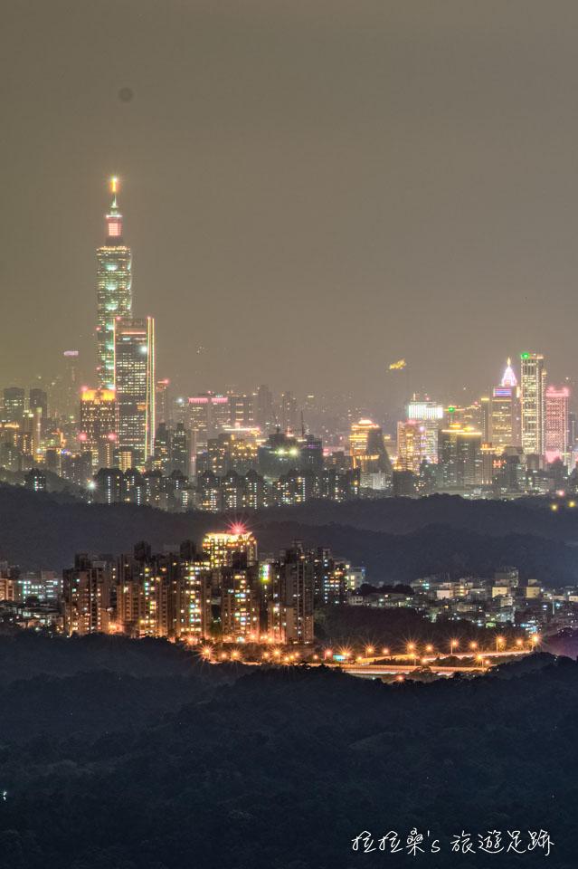 汐止天秀宮的美麗夜景,還能遠眺地標101大樓