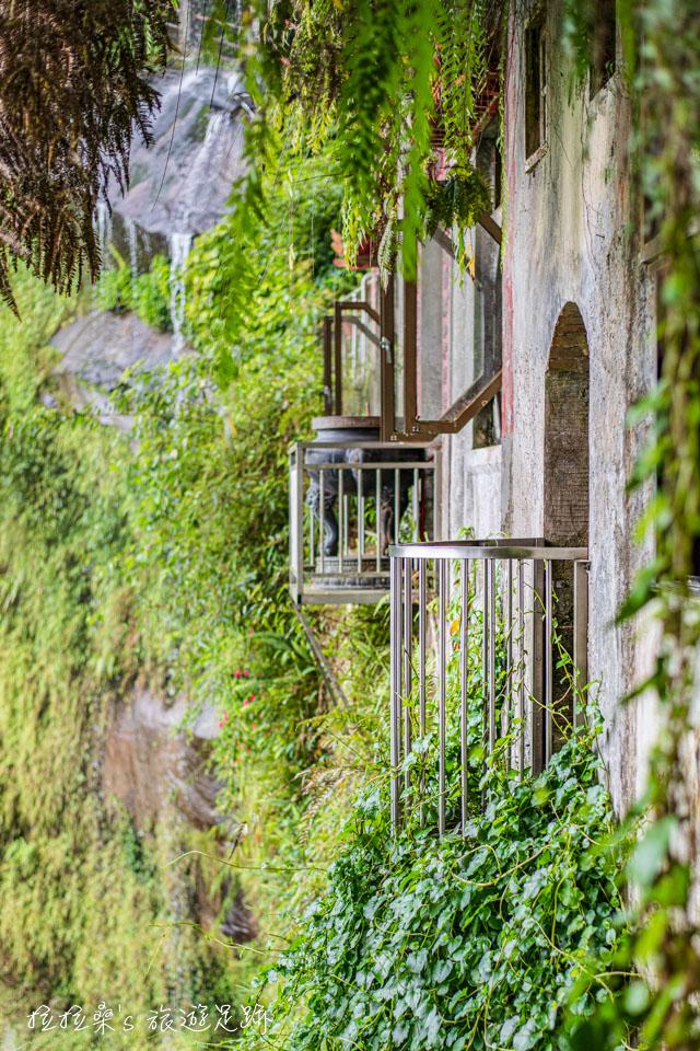 新北新店銀河洞瀑布,很有意境的IG人氣打卡景點,獨特的山壁小廟、步道