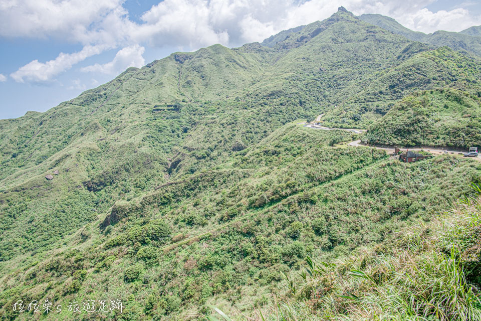 從金瓜石的報時山步道看出去,能看到天車間遺跡、六坑斜坡索道