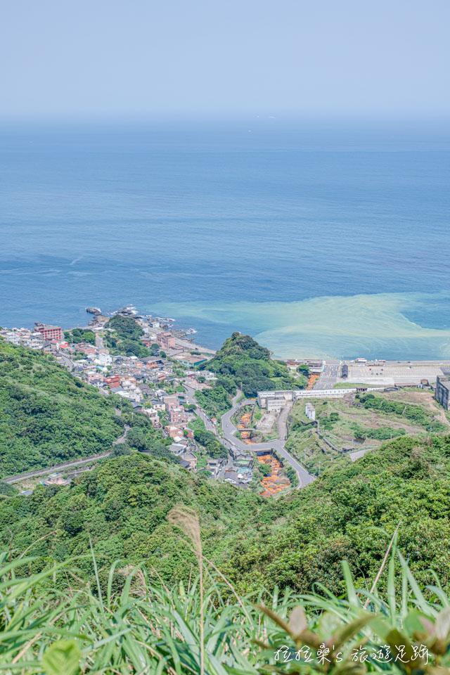 瑞芳報時山步道能夠遠眺水湳洞知名的陰陽海