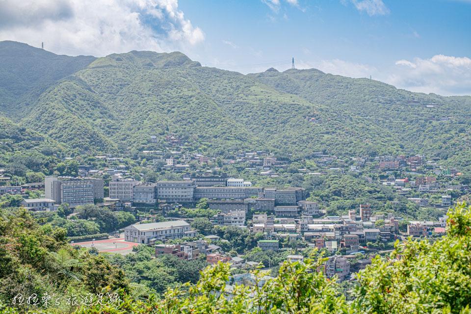 報時山步道的另一側,就是迷人的金瓜石山城