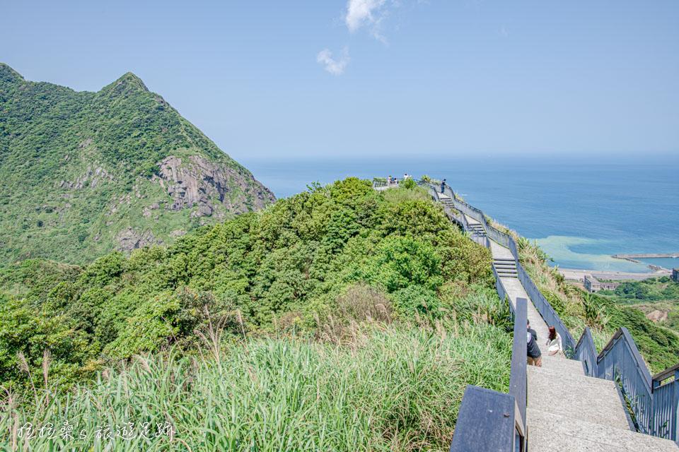 瑞芳報時山步道最美的畫面,延伸向大海的迷人步道