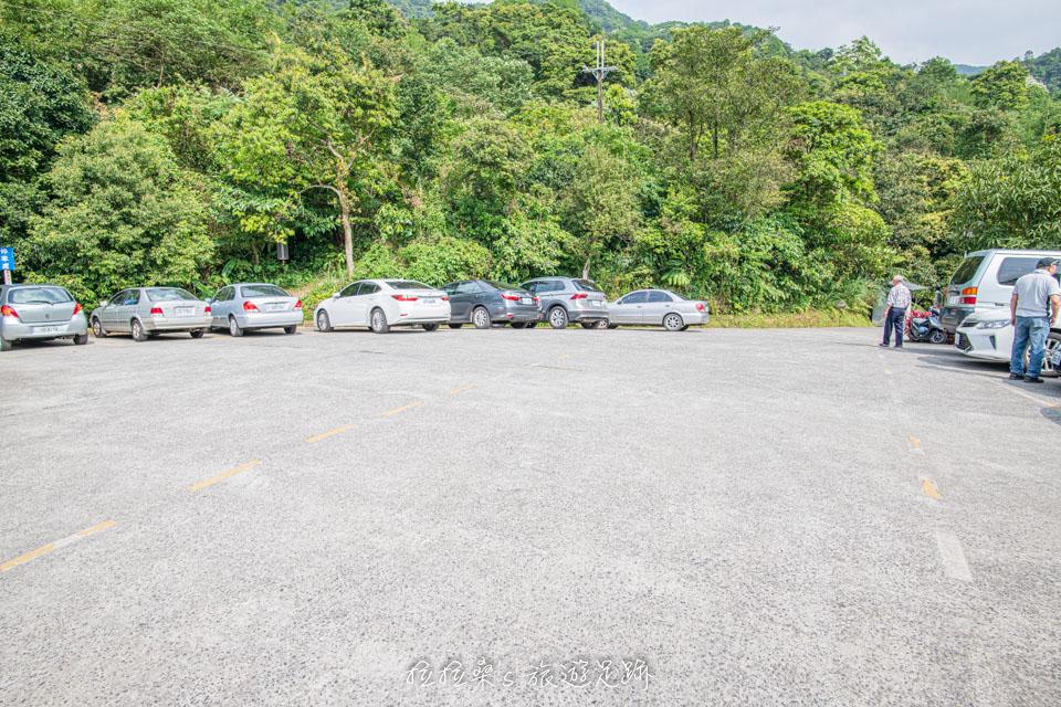 姜子寮絕壁步道附近就有免費的停車場