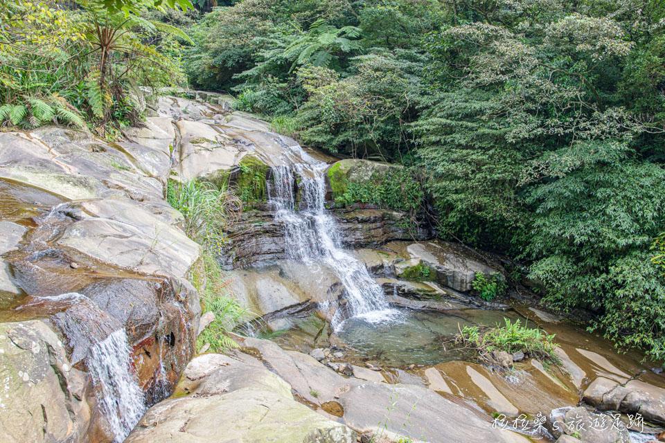 姜子寮絕壁步道的瀑布景觀