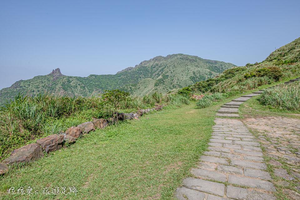金瓜石地質公園步道也能遠眺茶壺山