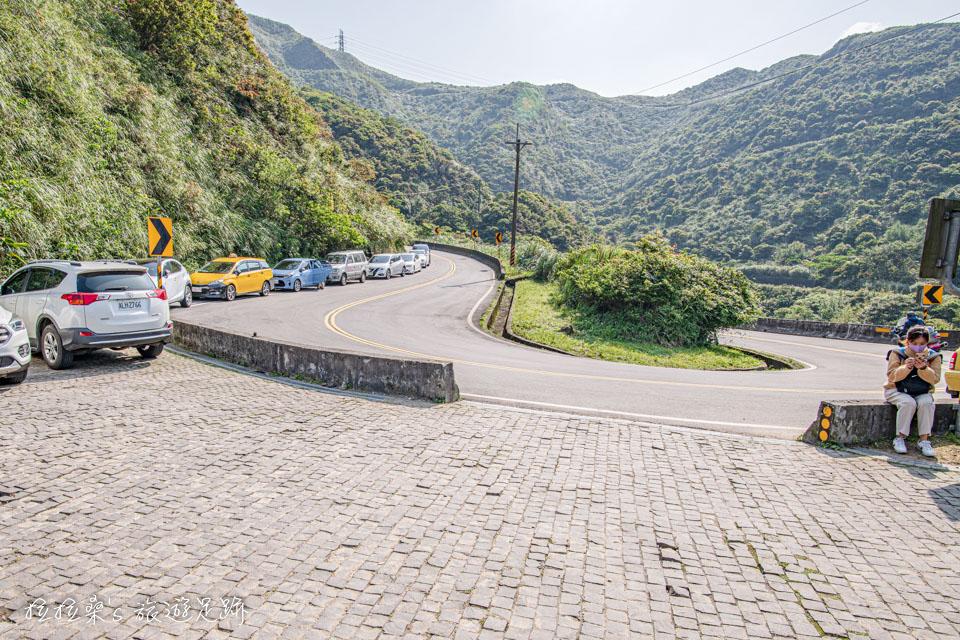 前往金瓜石地質公園最輕鬆的入口,位在102縣道18k處
