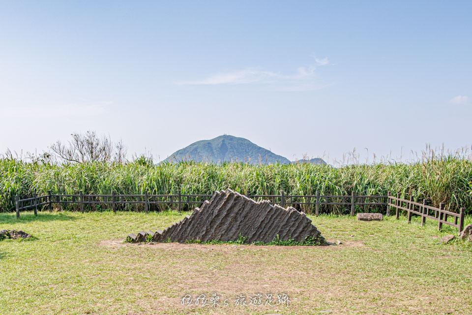 前往金瓜石地質公園的步道能夠遠眺基隆山
