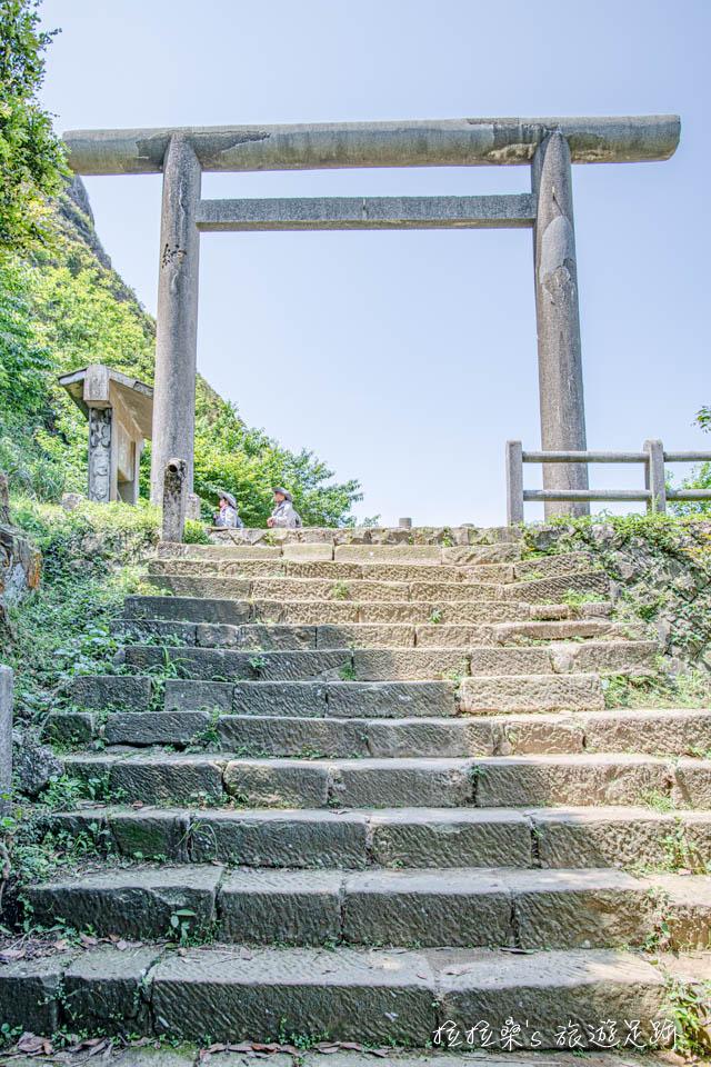 通往金瓜石神社的參道、鳥居