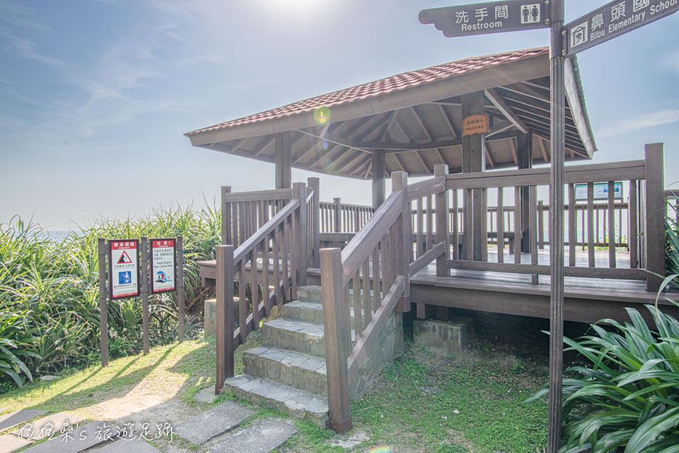 鼻頭角步道途中有幾座景觀涼亭