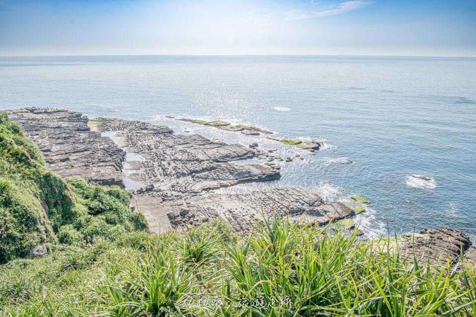 鼻頭角步道能遠眺獨特的海蝕地形