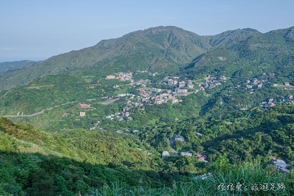 基隆山登山步道能夠遠眺金瓜石