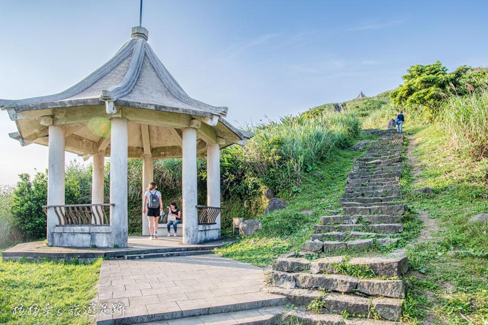 基隆山登山步道一路一共有三座涼亭