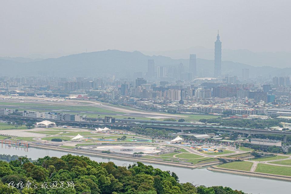 台北劍潭山親山步道,老地方觀機平台180度的展望,大小朋友都適合的小百岳郊山