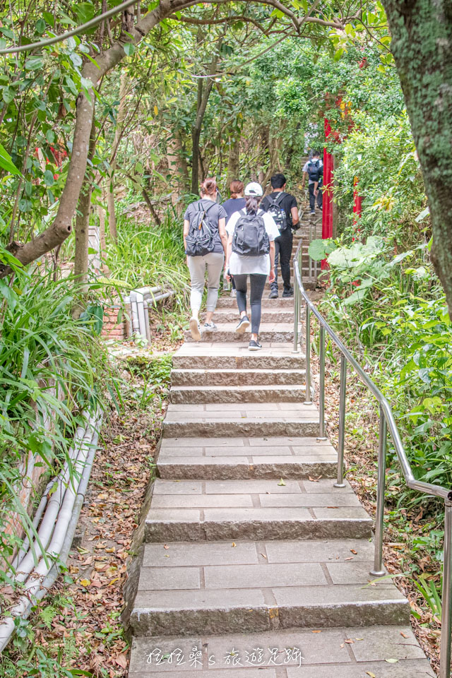 台北劍潭山親山步道由於輕鬆好爬,十分熱門