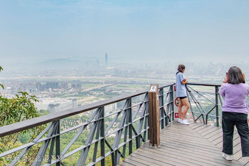 劍潭山的老地方觀機平台也是熱門的IG打卡點