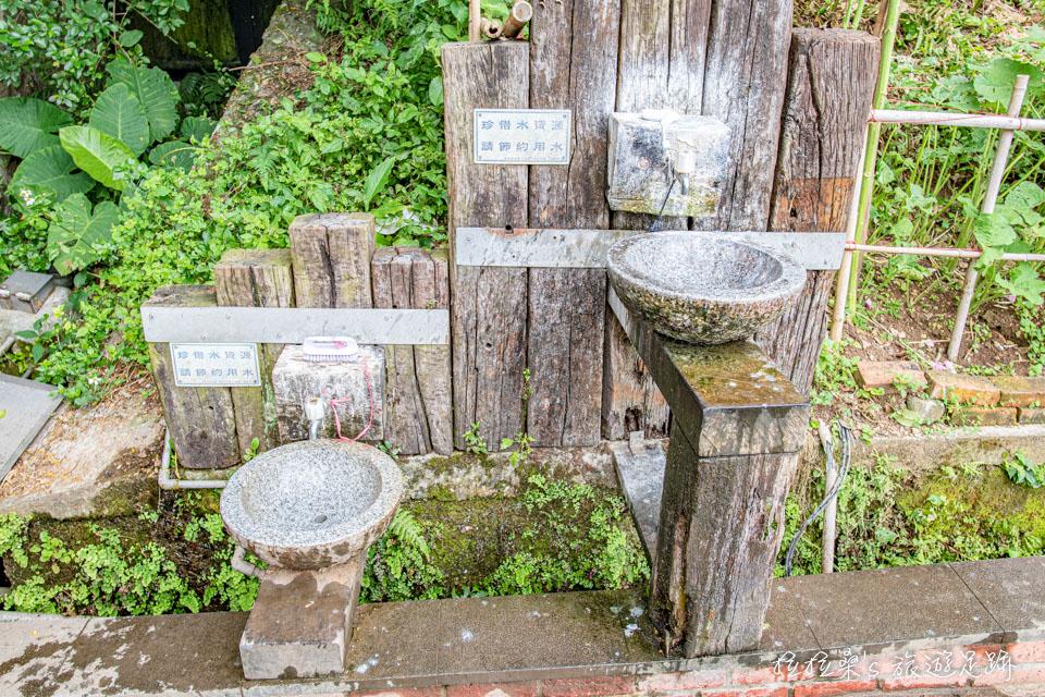 台北天母古道路附設的洗手台
