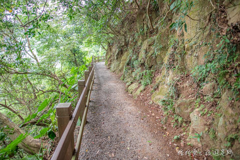 台北天母古道路水管路步道後半段為平緩好走碎石路