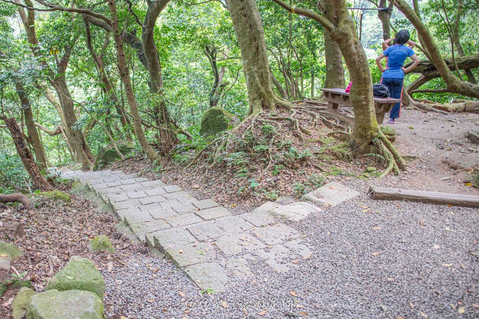 台北天母古道連接翠峰步道的岔路口