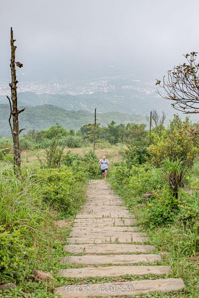 基隆姜子寮山山頂有360度無死角的寬闊視野