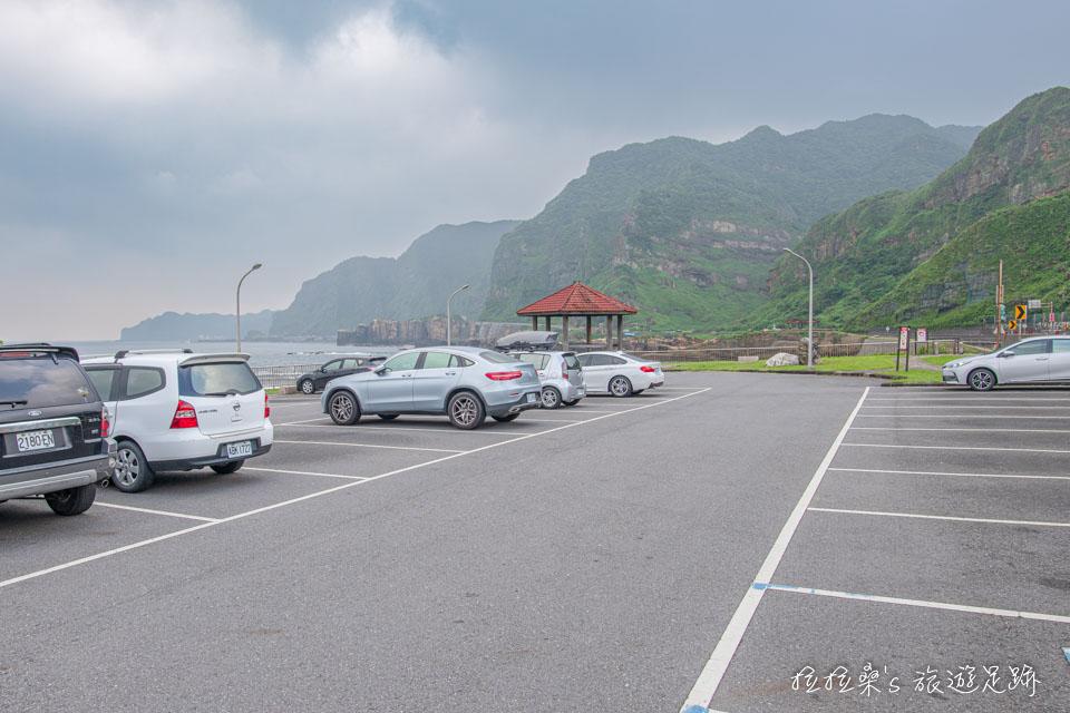 前往新北瑞芳南子吝步道,可將車停在南雅漁港的免費停車場