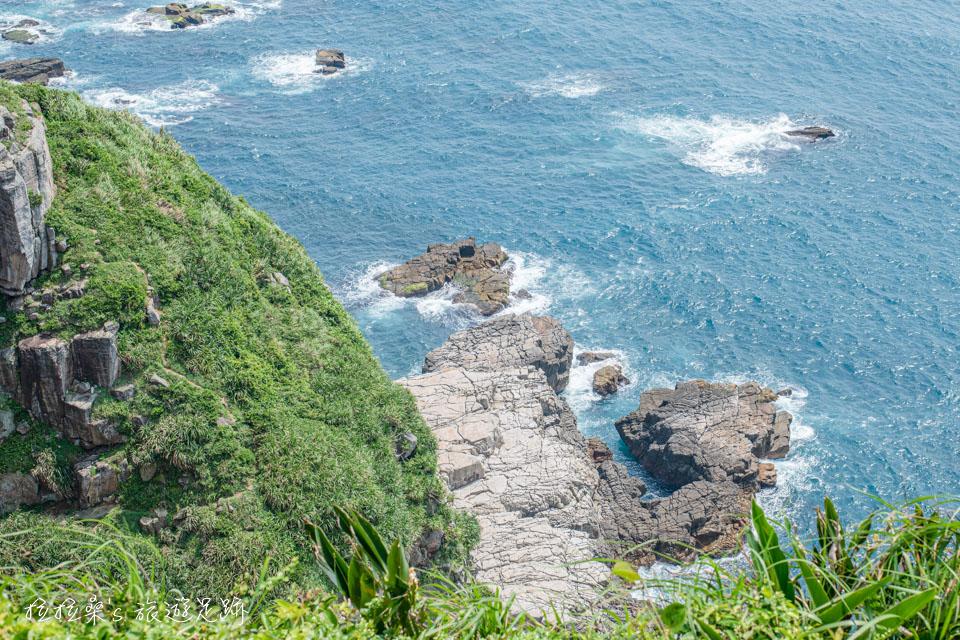 龍洞岬步道的峭壁非常壯麗,記錄著約三千五百萬年的地理歷史