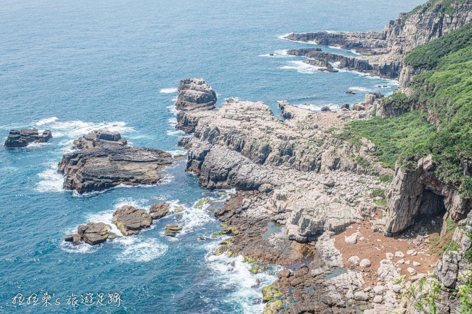 新北貢寮龍洞岬步道,輕鬆遊覽獨特的岩層峭壁、東北角碧藍的大海