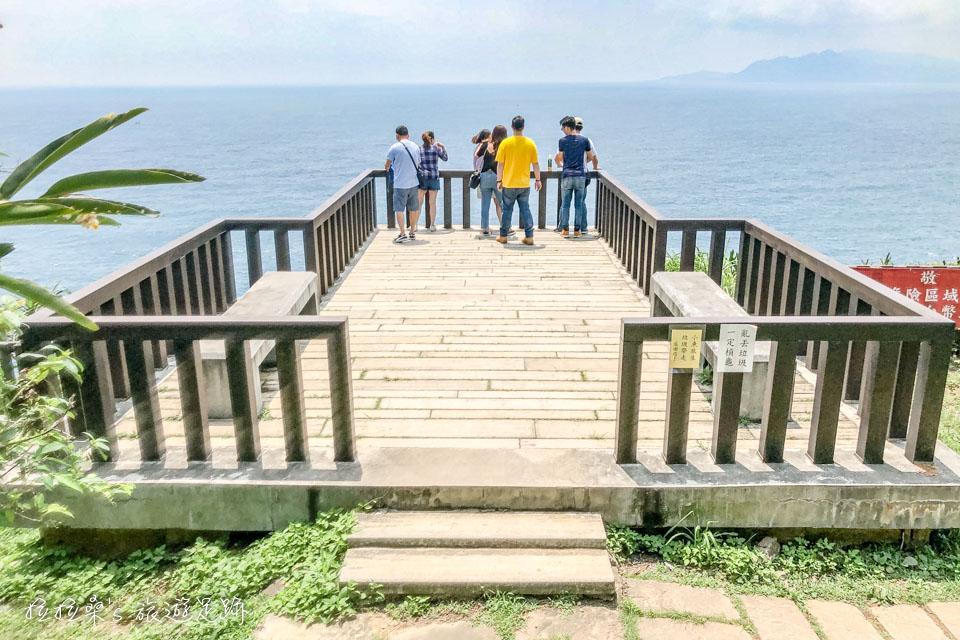 龍洞岬步道入口附近的海景平台
