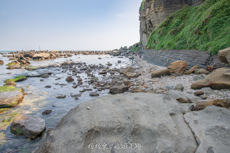 鼻頭角外灘秘境路線,沿著海岸潮間帶前行