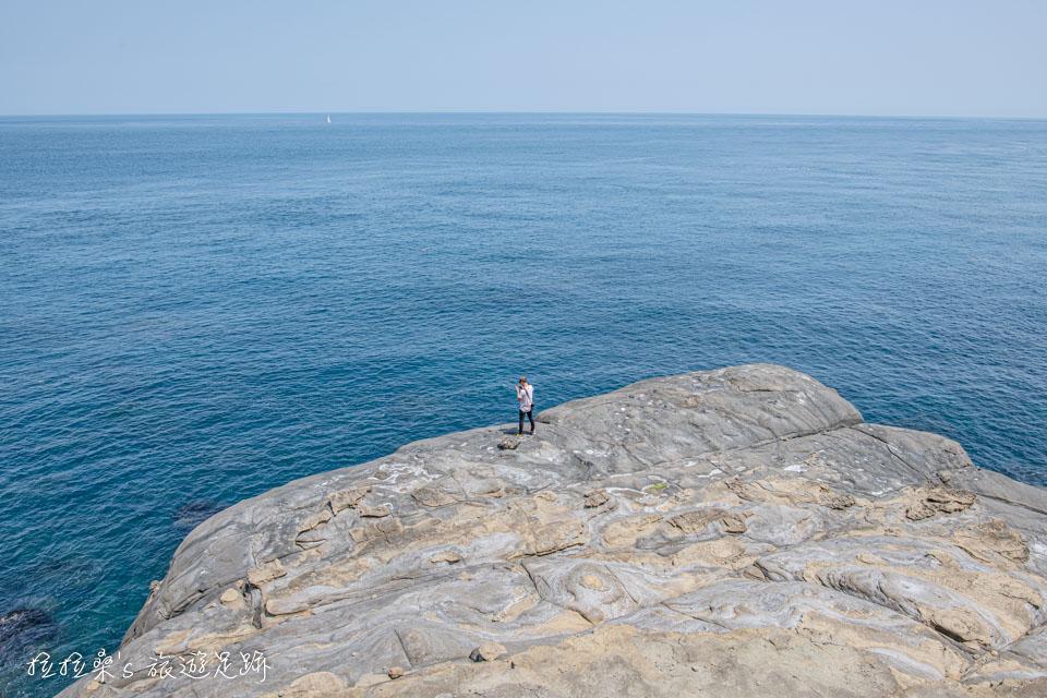鼻頭角秘境一處適合休息看風景的天然看海平台 ˊ