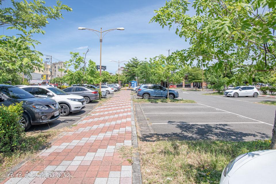 鹿港老街附近的鹿港旅遊中心停車場